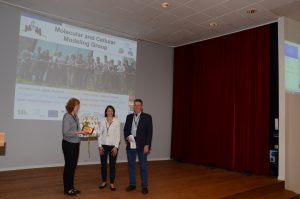Rebecca Wade receiving the award at the President´s Meeting of the ISQBP in Bergen / Norway. Photo: ISQBP