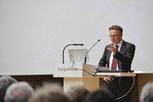 Volker Springel während seines Vortrags. Foto: Markus Scholz / Leopoldina